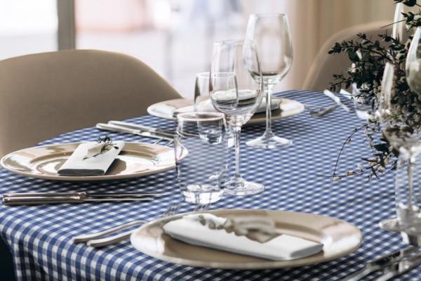 Tischdecke-landhausstil-84-blau-oval-milieu